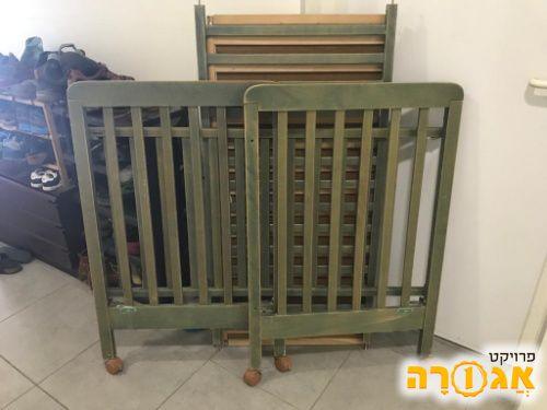 מיטת תינוק מעץ מלא