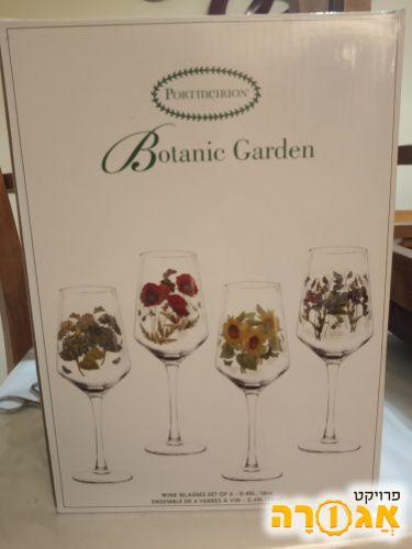 ארבע כוסות יין מזכוכית