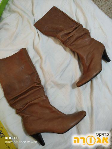 מגפי נשים מעור צבע קאמל
