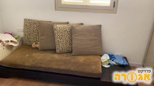 ספה נמוכה + כריות