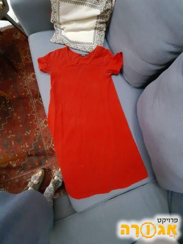 שמלה אדומה