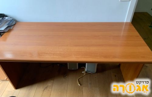 שולחן כתיבה גדול