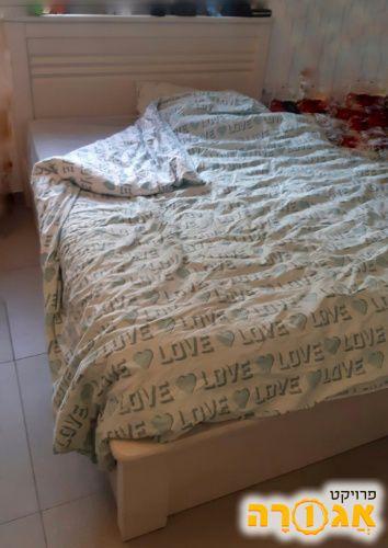 מיטה זוגית עם ארגז מצעים ללא מזרון