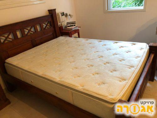 מיטה זוגית ייחודית ויפה עץ מלא