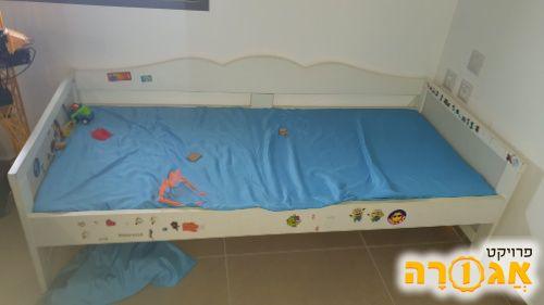 מיטת מעבר של איקאה