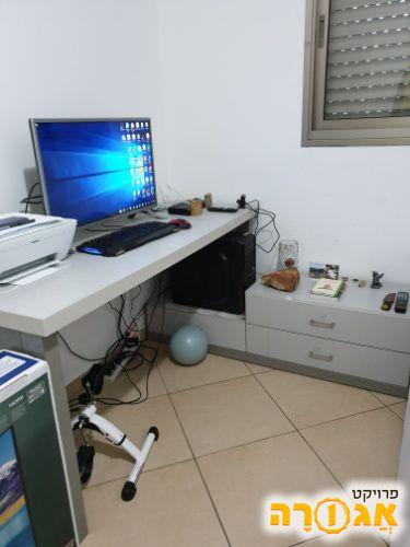 שולחן כתיבה ושידה
