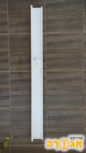 """מדף לבן באורך 115 ס""""מ"""