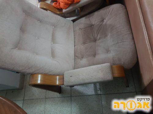 כורסא עם הדום