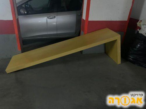 שולחן שמתחבר לקיר
