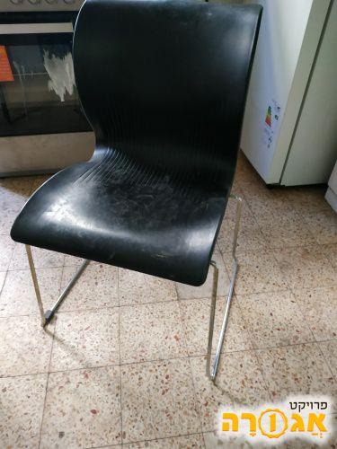 כיסא שחור