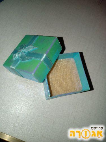 קופסא לעגילים או טבעות