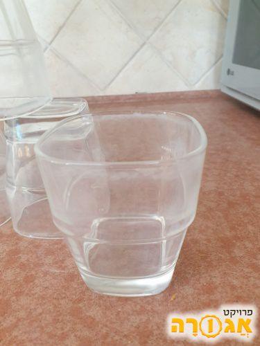 8 כוסות זכוכית