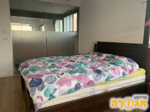 מיטה מזרון ושידות