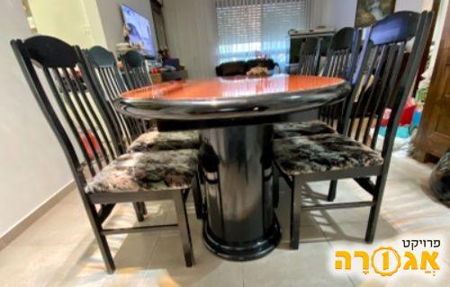 שולחן וכסאות פינת אוכל