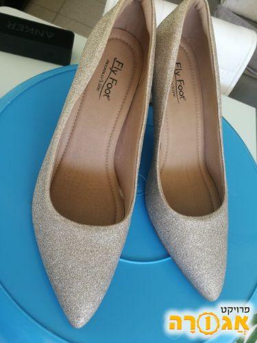נעלי עקב של fly foot מידה 40