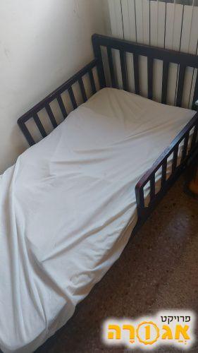 מיטת מעבר במצב טוב. כולל מזרן