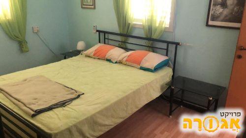 מיטה זוגית ושידות