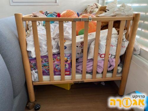 לול לתינוקות מעץ