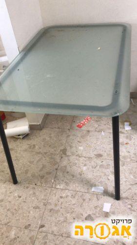 שולחן מזכוכית