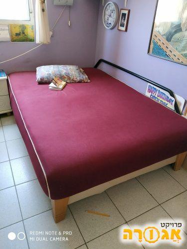 מיטה זוגית עם ארגז מצעים גדול