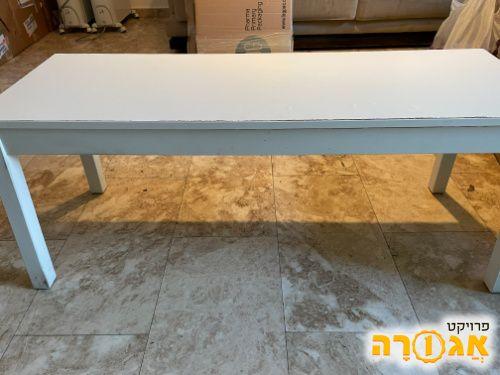 ספסל ישיבה מעץ בצבע לבן