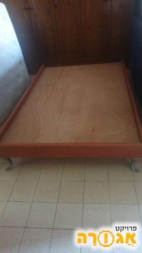 מיטה זוגית + ארגז מצעים נפרד