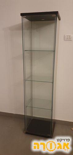 ארון זכוכית של איקאה במצב משומש. אין פגום בזכוכית