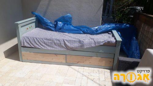 מיטת עץ מעולה לנוער
