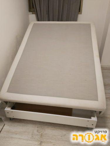 בסיס למיטה עם אחסון