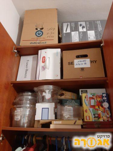 קופסאות קרטון ופלסטיק בגדלים שונים