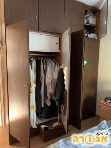 ארון לחדר שינה-צבע חום